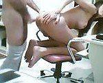 Enchendo o cu da transex de porra na webcam