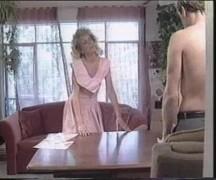 Rapaz em vídeo de sexo com travesti loira