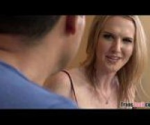 Vídeo pornô de travestis em sexo com um moço